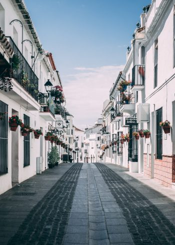 Casitilian-Spanish-voice-over-language-Street-in-Spain